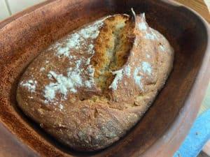Ein Brot fast ohne Hefe, Hefeteig, Sauerteigbrot, Römertopf